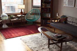 The living room with the Acapulco Chair and a handwoven rug from Mexico